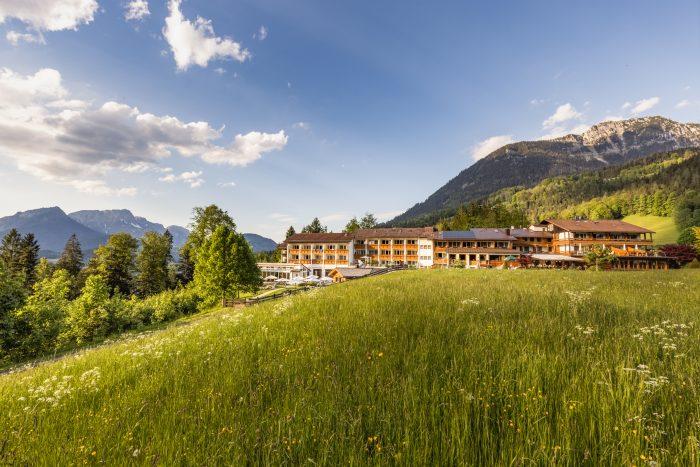 Hotel Alpenhof, Berchtesgaden, Gebaeudekomplex Sonnenuntergang