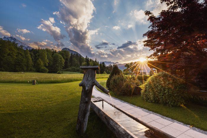 Hotel Alpenhof, Berchtesgaden, Brunnen mit Sonnenuntergang